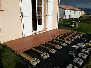 pose terrasse lame composite sur plot beton projets a With comment installer une terrasse en bois sur plots