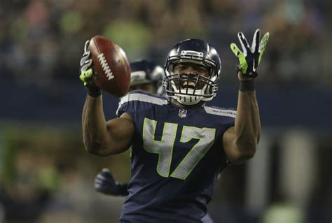 seahawks de david bass versatility