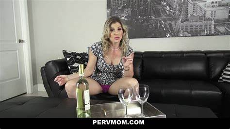 Blondes Knows An Inspection For Her Intestine pervmom