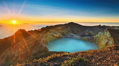 kisah magis  balik perubahan warna danau kelimutu