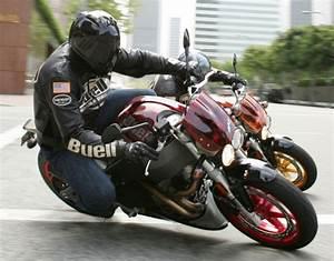 Fiche Moto 12 : buell xb 12 s lightning 2007 fiche moto motoplanete ~ Medecine-chirurgie-esthetiques.com Avis de Voitures