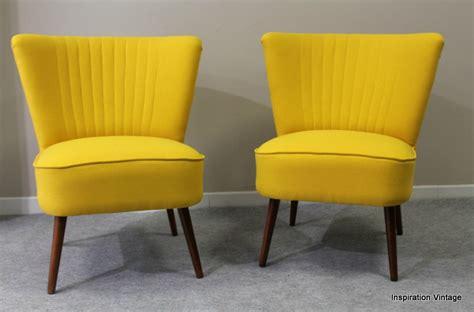 paire de fauteuils cocktail jaune inspiration vintage
