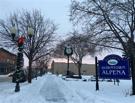 michigan small towns    fun winter