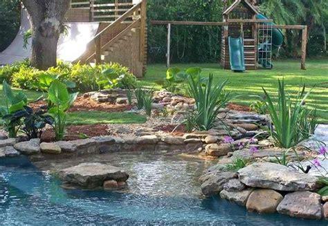 Wassereinrichtung Im Innenraumwasserbecken Mit Steinen by Gartenteich Anlegen Ideen F 252 R Eine Kreative Gartengestaltung