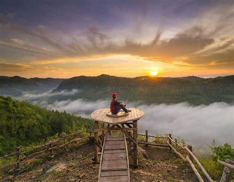 bukit panguk kediwung pesona negeri kahyangan  yogyakarta
