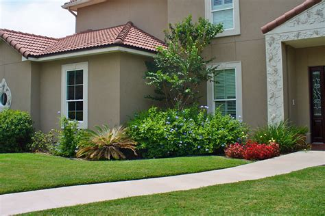 easy landscaping ideas for front of house simple landscaping ideas for front of small house landscaping gardening ideas