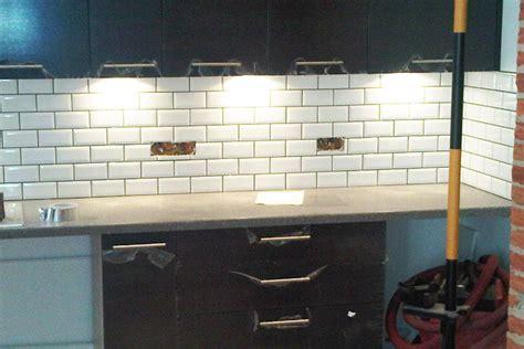 pose faience cuisine cuisine finition carreaux métro blanc segarra carrelage