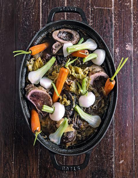 pot au feu de legumes pot au feu aux l 233 gumes oubli 233 s recettes pour un week end 224 la cagne 224 table