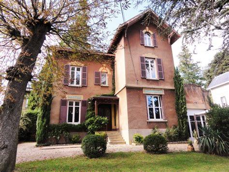 maison 6 chambres maison de charme avec 6 chambres et piscine à ecully