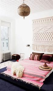 les tentures murales en 45 photos inspirantes archzinefr With decorer un mur exterieur 11 un tapis blanc douillet pour decorer la chambre