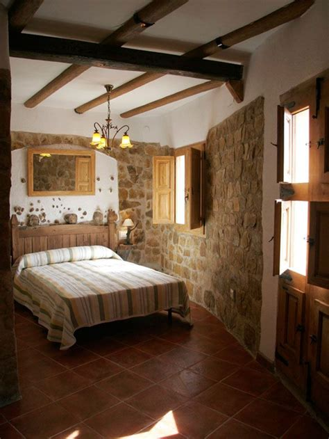 habitacion  techos  vigas de madera  paredes de