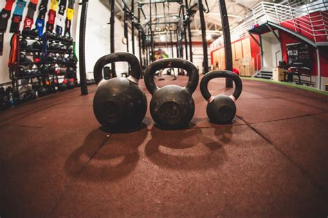 kettlebell hardstyle crossfit sport juggling training london personaltrainers different swings girevoy