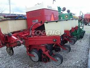 1981 International 800 Planter  2522975e  In Logansport