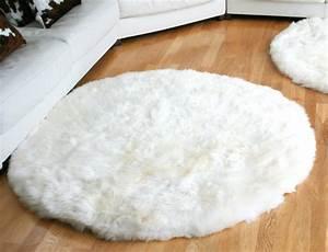Peau De Mouton : tapis en peau de mouton rond ~ Teatrodelosmanantiales.com Idées de Décoration