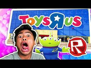 ESCAPING TOYS R US | Roblox - PlayTunez World Of Videos