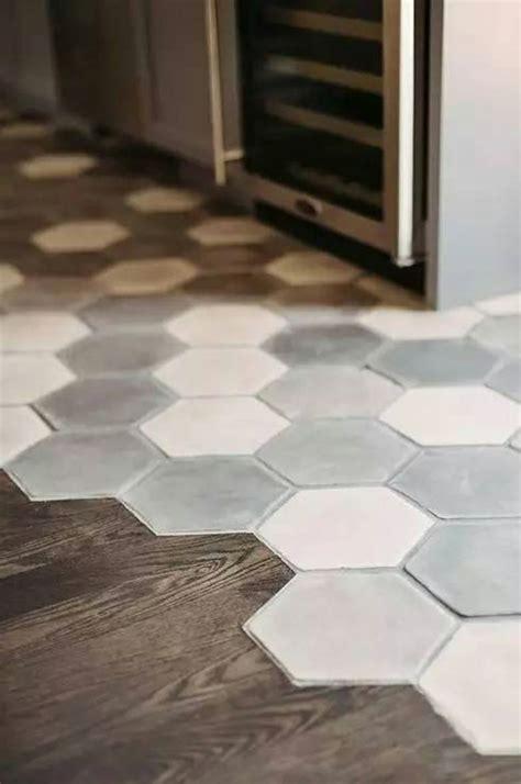 sol cuisine design mélange parquet carrelage pour le sol dans la cuisine
