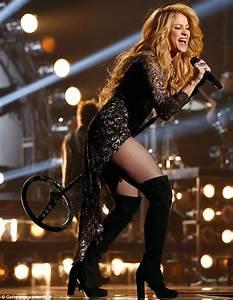 Billboard Awards 2014 Shakira stuns in sequined dress ...