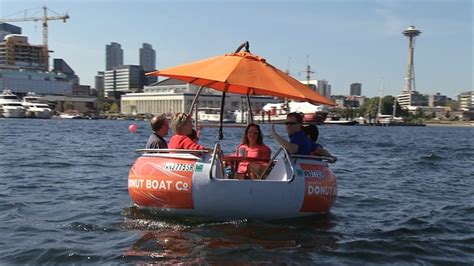 Seattle Evening Boat Tours by Seattle Donut Boats Are New And Adorable Way To Tour Lake