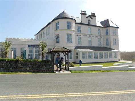 Mullion Photos  Featured Images Of Mullion, Cornwall. Hotel Morales Historical And Colonial Downtown Core. W Silicon Valley Hotel. Weifang Gold Sand Hotel. Hotel Alpin. Hotel Schloss Klink. Mulan Villa Spa Motel. Settlers Motel. Boscone Suite Hotel