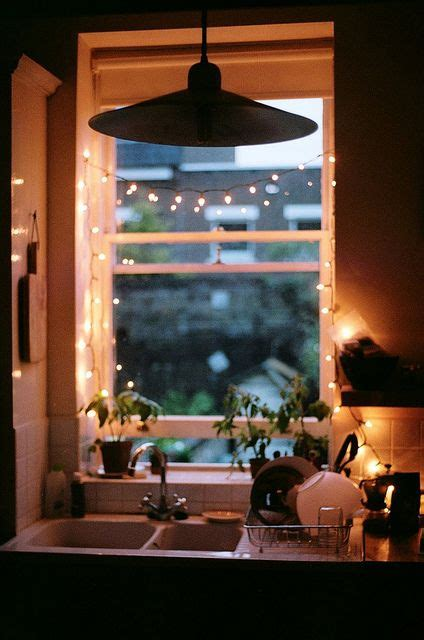 string lights for kitchen 25 awesome ways to use string lights in kitchens digsdigs 5905