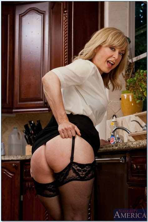 Nerdylooking Blond Mature Porn Star Nina Hartley Milf Fox