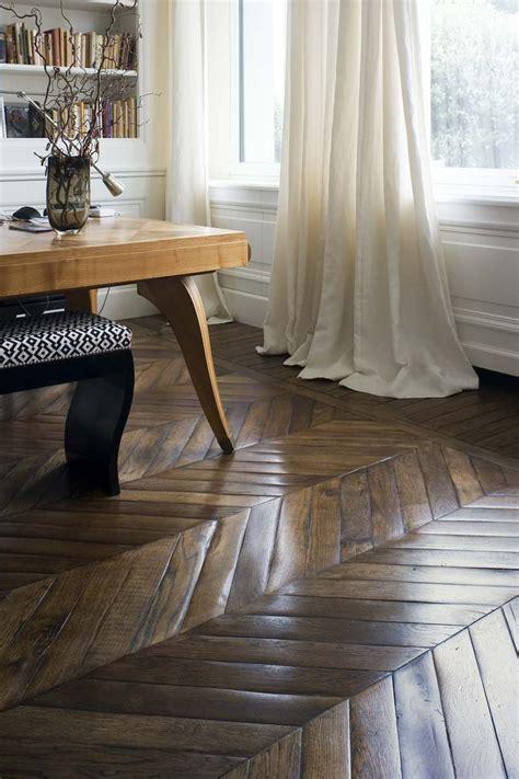 Fussboden Fliesen Auf Holz by Holz Fu 223 Boden Mit Fischgr 228 Tenmuster Bodengestaltung