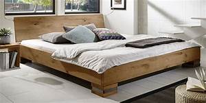Bett Mit Ablagefläche : rustikales futonbett aus massiver wildeiche sillaro ~ Indierocktalk.com Haus und Dekorationen
