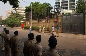 Security Outside Shah Rukh Khan's Mannat Increased Over ...
