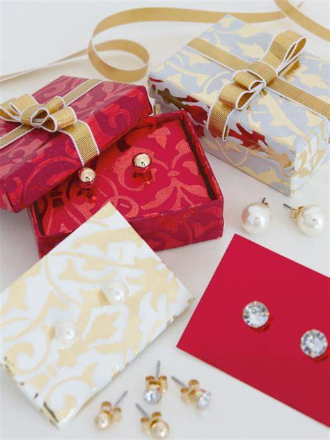 creative ways  wrap christmas presents