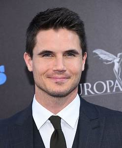 4 Reasons Robbie Amell Is Not Just Your Generic Hollywood Hunk