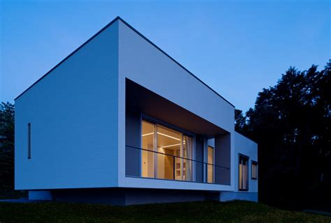 Box-shaped Japanese Home With Spectacular Views Of Omura