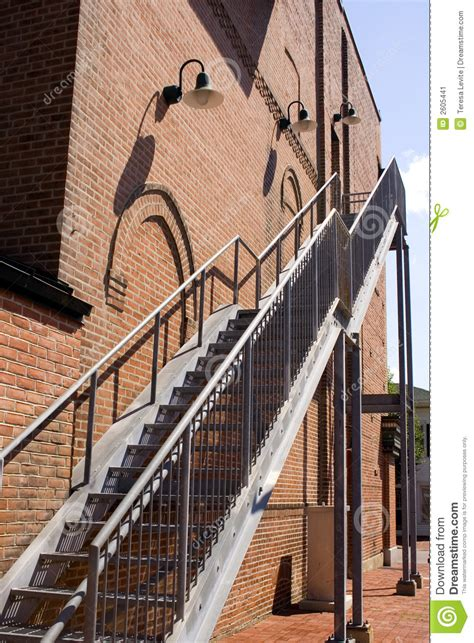 cage d escalier exterieur cage d escalier ext 233 rieure image stock image 2605441