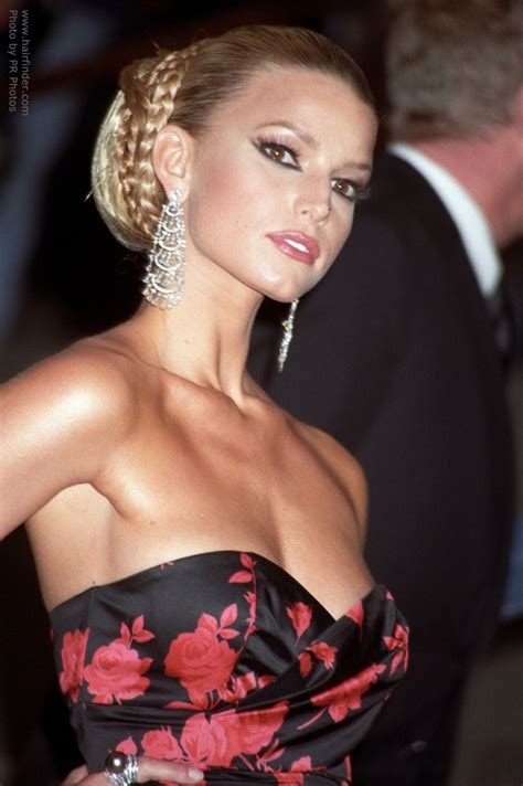 jessica simpson wearing  hair pulled