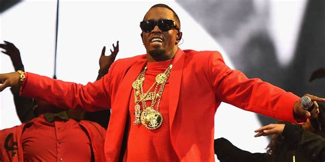 P Diddy Throws His 500000 Diamond Chain Into The Crowd