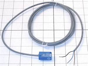 1024184    Magnetic Proximity Switch  3 Wire  Npn
