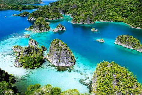 raja ampat  heaven   eastern  indonesia