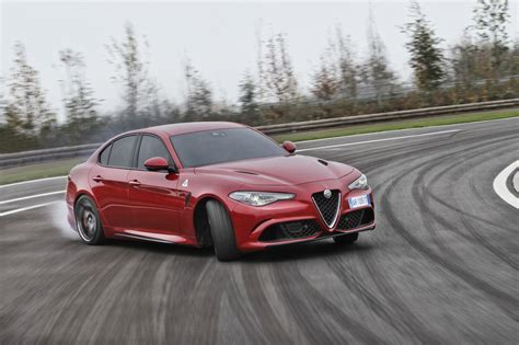 Alfa Romeo Giulia Fiyat by 2016 Alfa Romeo Giulia Quadrifoglio Review Caradvice
