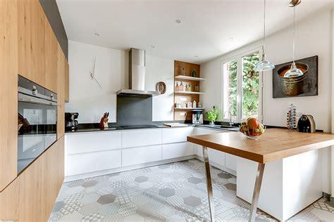 cuisines et bains magazine mariage intemporel du bois et du blanc cuisines et bains