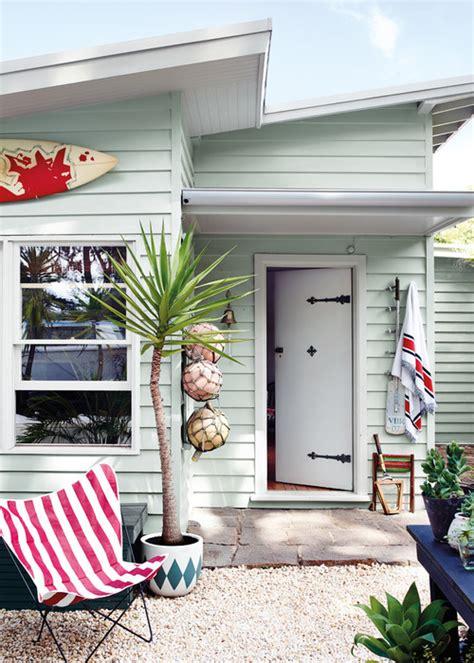 ways  embrace hamptons beach style  australia
