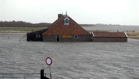 huis onder water je wilt verhuizen maar je huis staat onder water dit