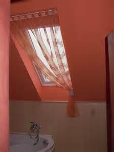 tapete schwarz wei schlafzimmer dachfenster deko kreative deko ideen und innenarchitektur
