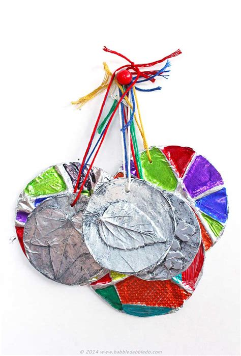ornament craft for 10 year old 5 minute embossed ornaments ornaments craft ideas