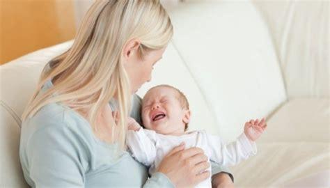 La Cuisine De Bébé Mon Bébé Pleure S 39 Agite Et Est Très Nerveux Pendant La