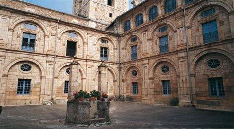 San Nicolás El Real Monastery: monuments in Villafranca