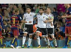 Valencia Neymar le tiró una botella a Barragán en el