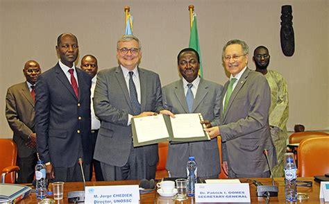 bureau des nations unies pour la coordination des affaires humanitaires signature d une convention de partenariat entre le groupe