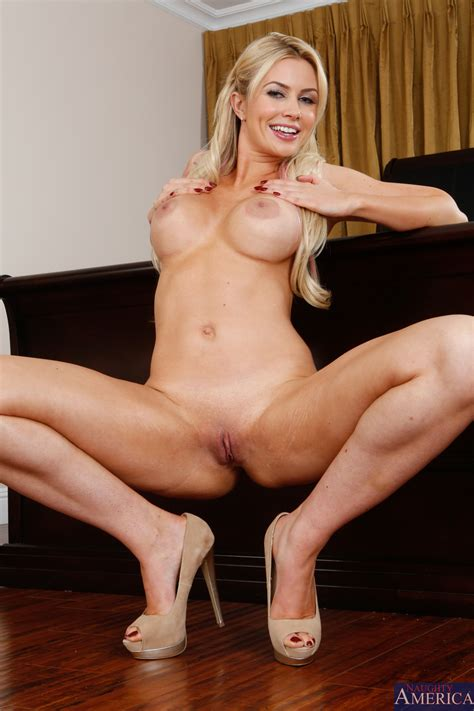 Dirty Minded Blonde Is Posing Naked Photos Gigi Allens