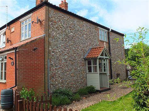 norfolk cottage beaconsfield cottage briston norfolk self catering