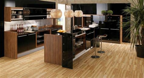 cuisine bois laqué la cuisine bois et noir c 39 est le chic sobre raffiné