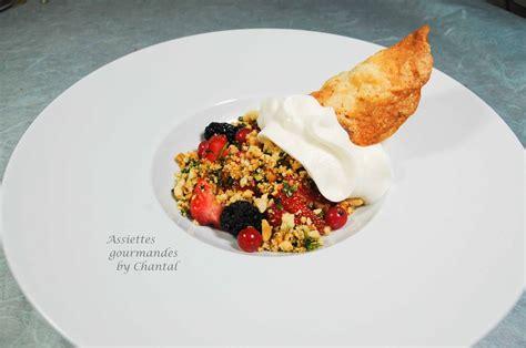 recette cuisine moleculaire salade de fraises espuma aux amandes et crumble à la menthe